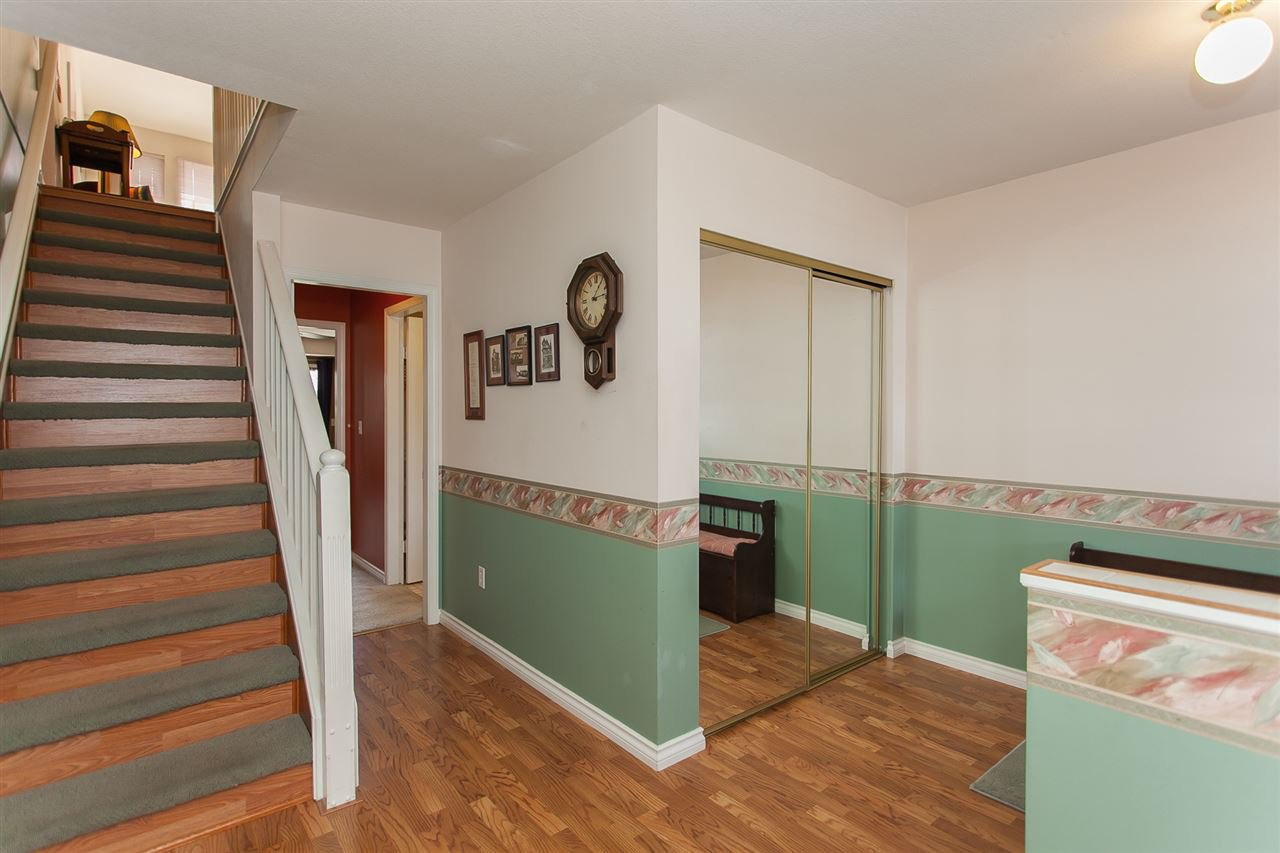 """Photo 2: Photos: 4 13958 72 Avenue in Surrey: East Newton Townhouse for sale in """"Upton Place North"""" : MLS®# R2201610"""