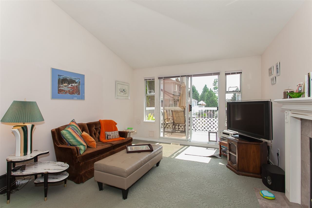 """Photo 3: Photos: 4 13958 72 Avenue in Surrey: East Newton Townhouse for sale in """"Upton Place North"""" : MLS®# R2201610"""