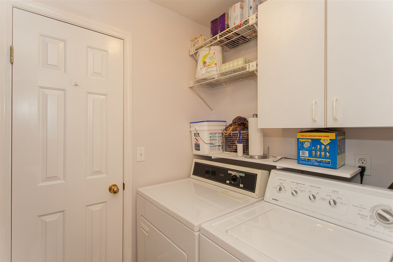 """Photo 12: Photos: 4 13958 72 Avenue in Surrey: East Newton Townhouse for sale in """"Upton Place North"""" : MLS®# R2201610"""