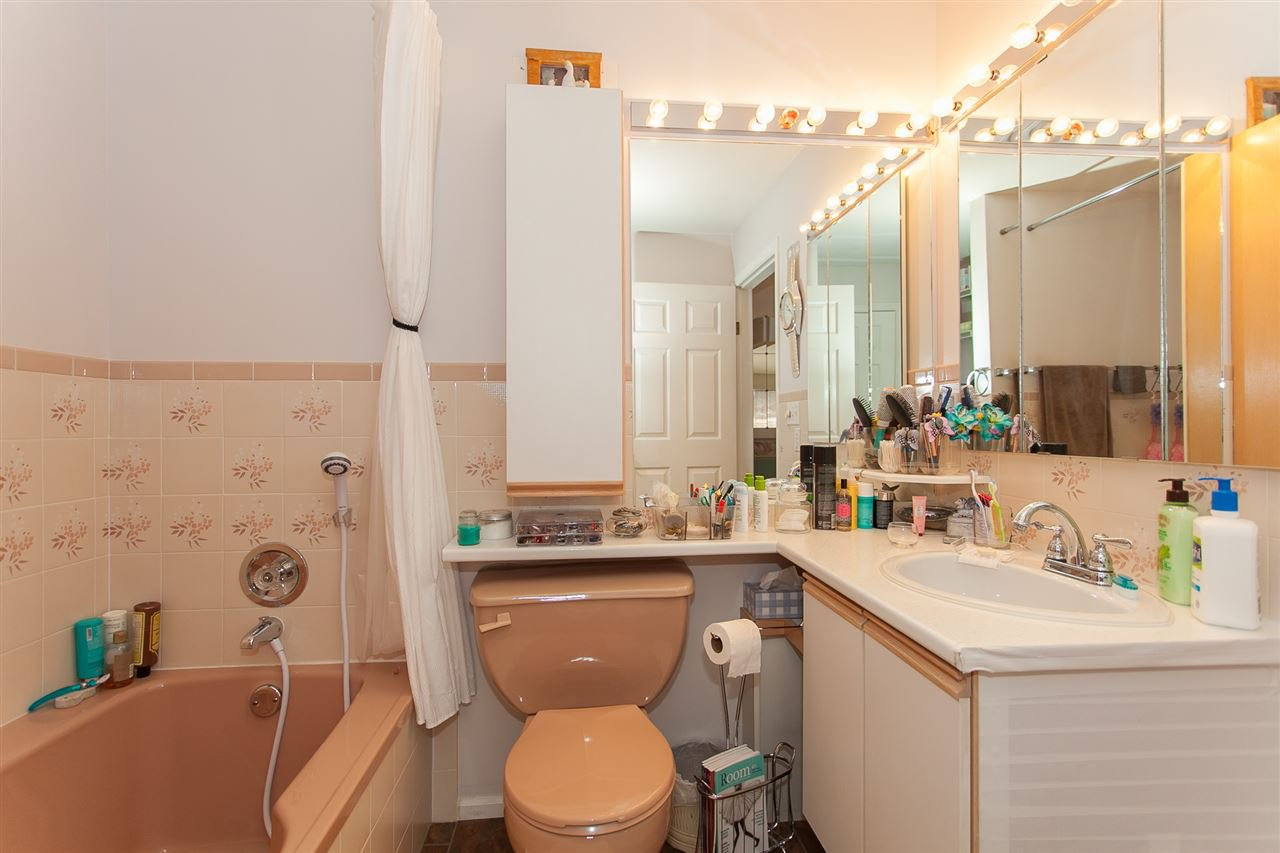 """Photo 11: Photos: 4 13958 72 Avenue in Surrey: East Newton Townhouse for sale in """"Upton Place North"""" : MLS®# R2201610"""
