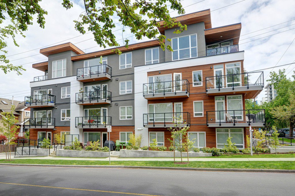 Main Photo: 301 300 Michigan Street in VICTORIA: Vi James Bay Condo Apartment for sale (Victoria)  : MLS®# 384016