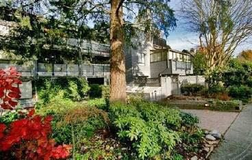 "Main Photo: 204 2125 YORK Avenue in Vancouver: Kitsilano Condo for sale in ""YORK GARDENS"" (Vancouver West)  : MLS®# R2225748"