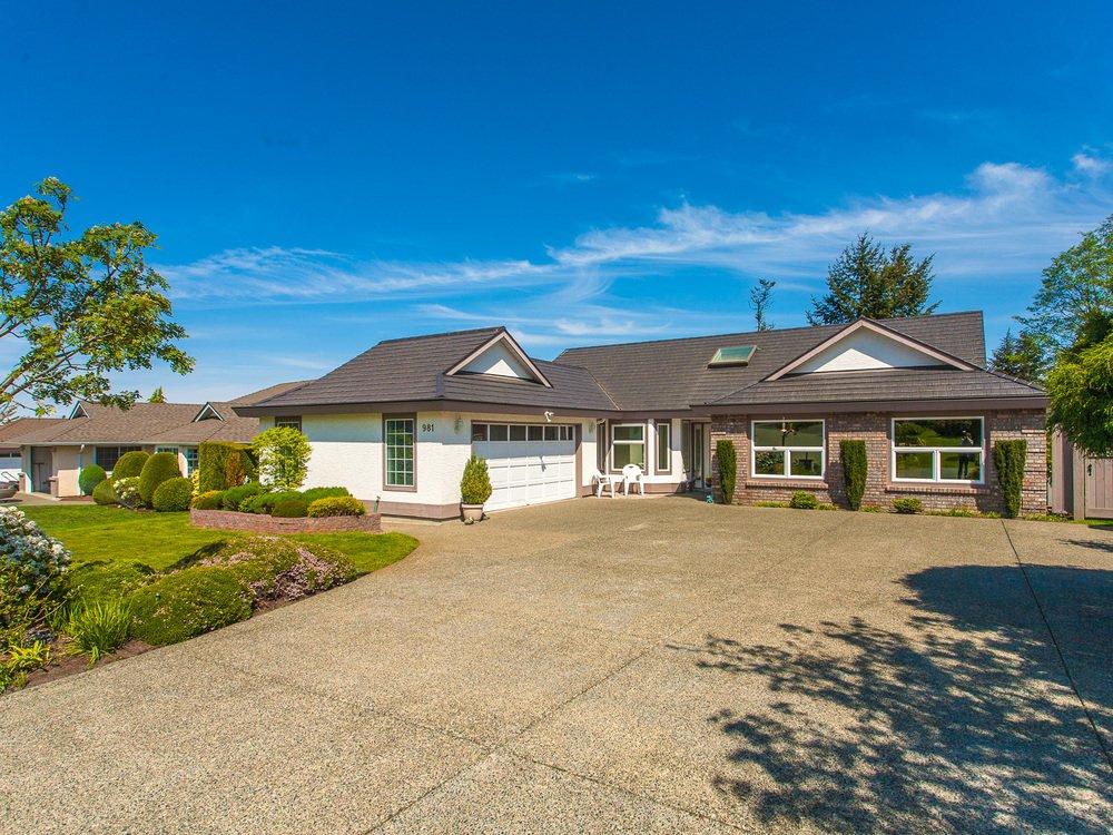 Main Photo: 981 Royal Dornoch Drive in Eaglecrest: House for sale