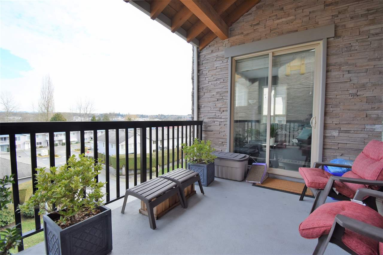 """Photo 12: Photos: 401 5655 210A Street in Langley: Salmon River Condo for sale in """"Cornerstone North"""" : MLS®# R2335974"""