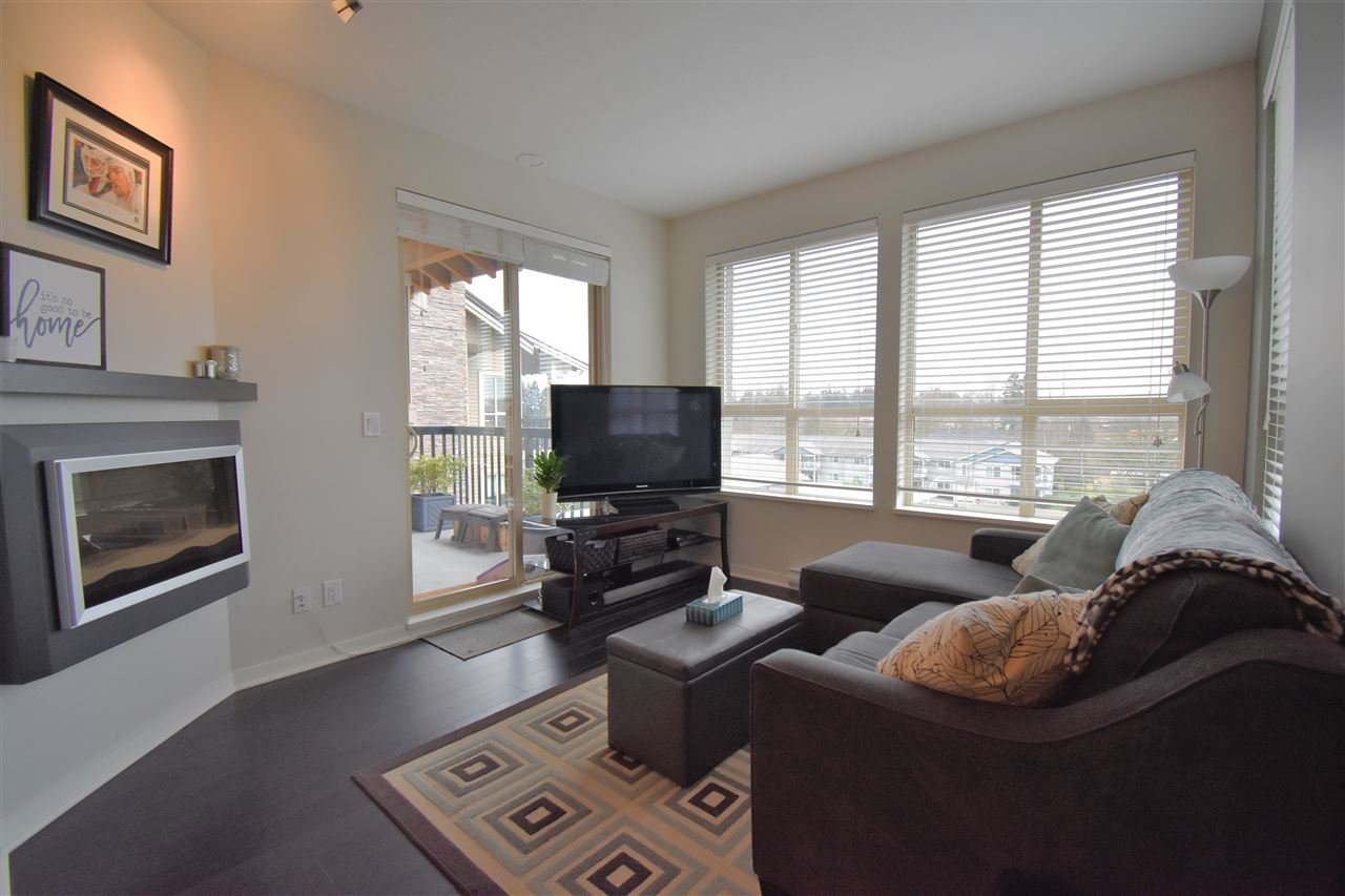 """Photo 3: Photos: 401 5655 210A Street in Langley: Salmon River Condo for sale in """"Cornerstone North"""" : MLS®# R2335974"""