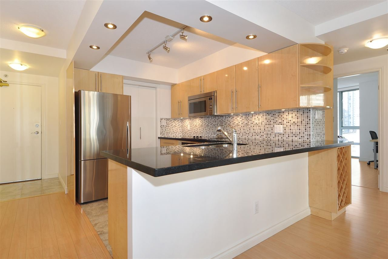 """Photo 7: Photos: 1106 950 CAMBIE Street in Vancouver: Yaletown Condo for sale in """"Pacific Place Landmark I in Yaletown"""" (Vancouver West)  : MLS®# R2339824"""