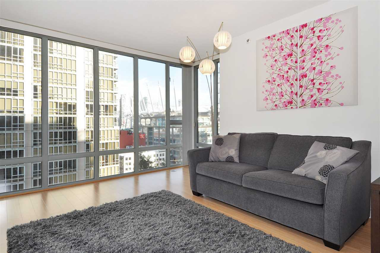 """Photo 3: Photos: 1106 950 CAMBIE Street in Vancouver: Yaletown Condo for sale in """"Pacific Place Landmark I in Yaletown"""" (Vancouver West)  : MLS®# R2339824"""