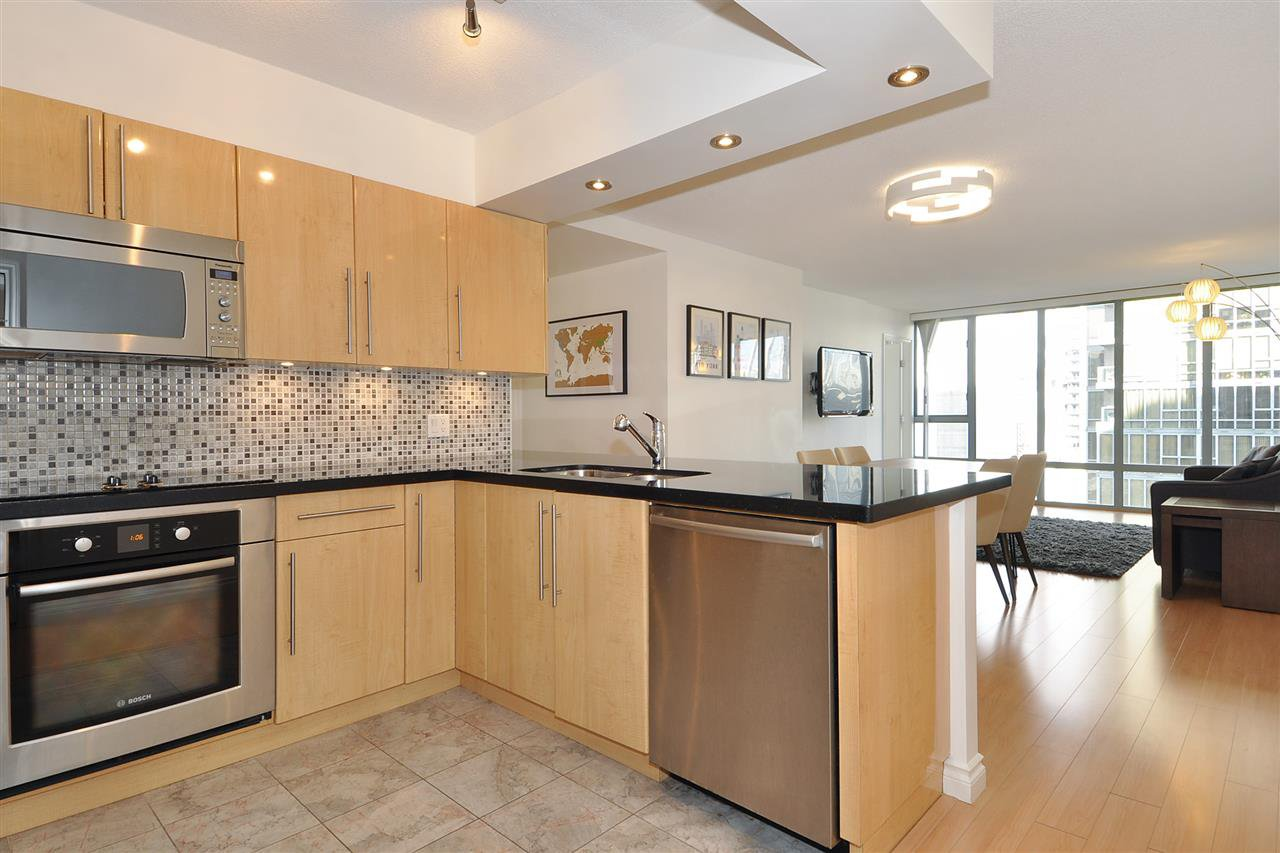 """Photo 9: Photos: 1106 950 CAMBIE Street in Vancouver: Yaletown Condo for sale in """"Pacific Place Landmark I in Yaletown"""" (Vancouver West)  : MLS®# R2339824"""