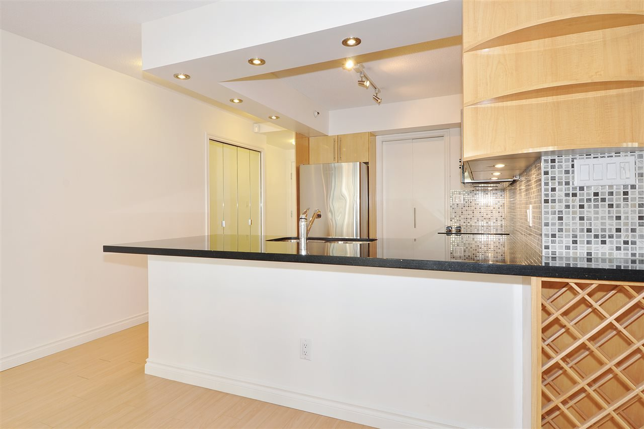 """Photo 10: Photos: 1106 950 CAMBIE Street in Vancouver: Yaletown Condo for sale in """"Pacific Place Landmark I in Yaletown"""" (Vancouver West)  : MLS®# R2339824"""