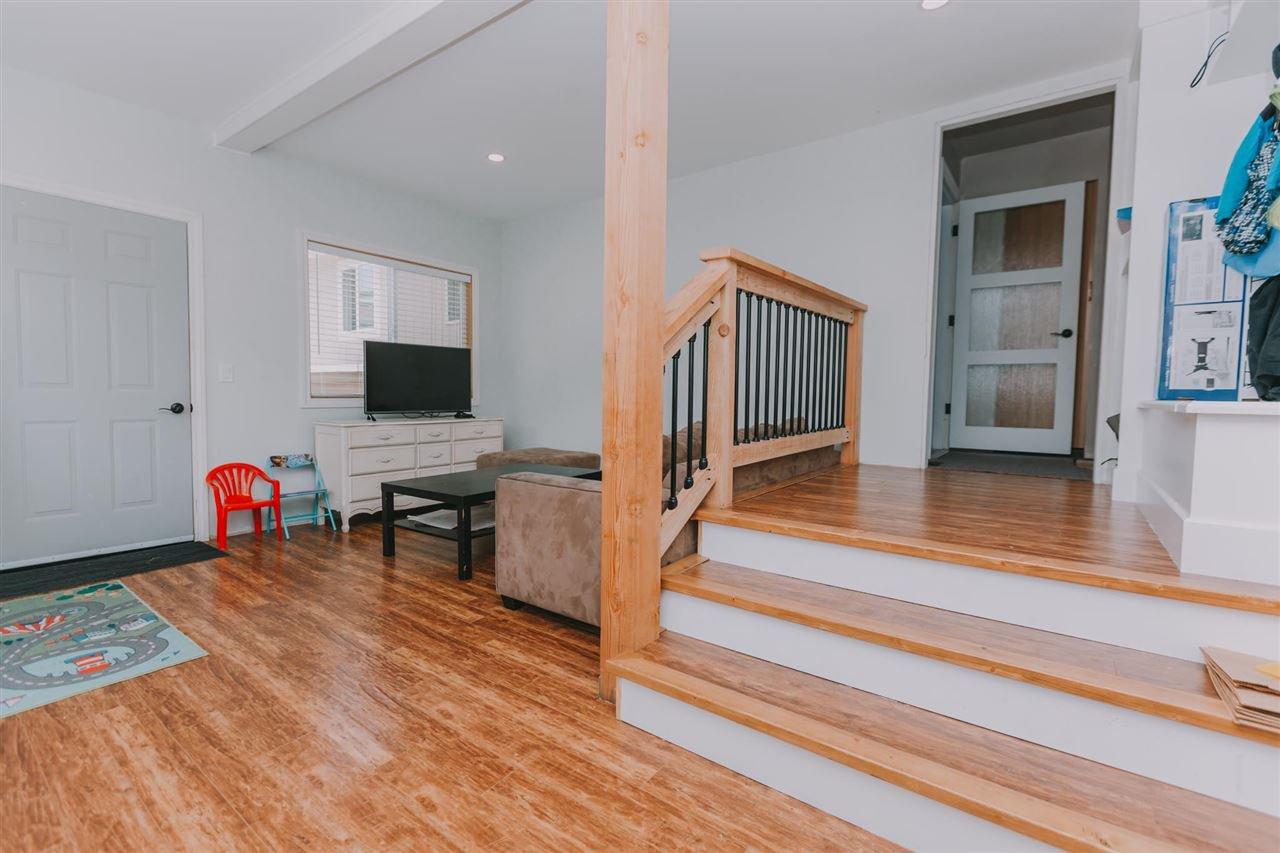 "Photo 13: Photos: 11669 STEEVES Street in Maple Ridge: Southwest Maple Ridge House for sale in ""SOUTHWEST MAPLE RIDGE"" : MLS®# R2384011"