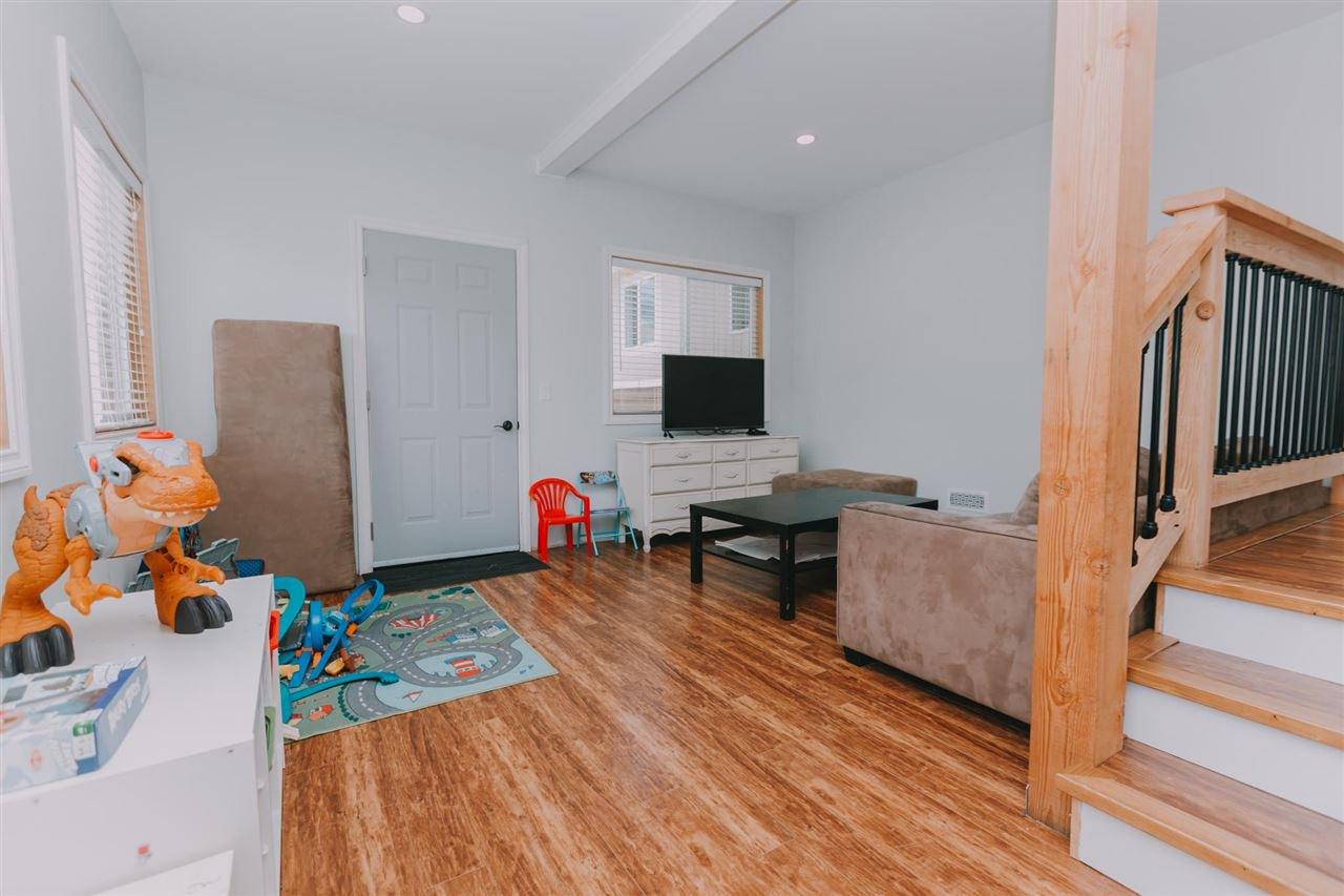 "Photo 14: Photos: 11669 STEEVES Street in Maple Ridge: Southwest Maple Ridge House for sale in ""SOUTHWEST MAPLE RIDGE"" : MLS®# R2384011"