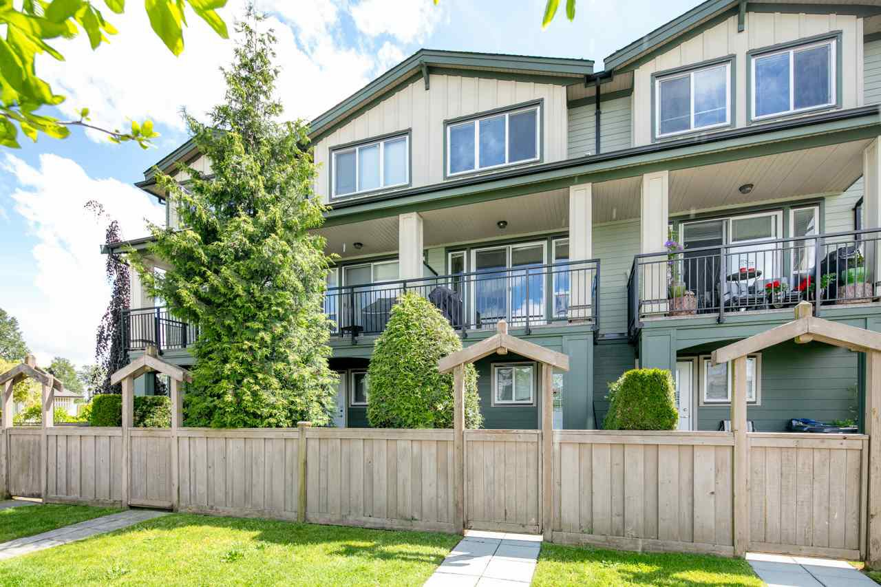 "Main Photo: 50 160 PEMBINA Street in New Westminster: Queensborough Townhouse for sale in ""EAGLE CREST ESTATES"" : MLS®# R2456635"