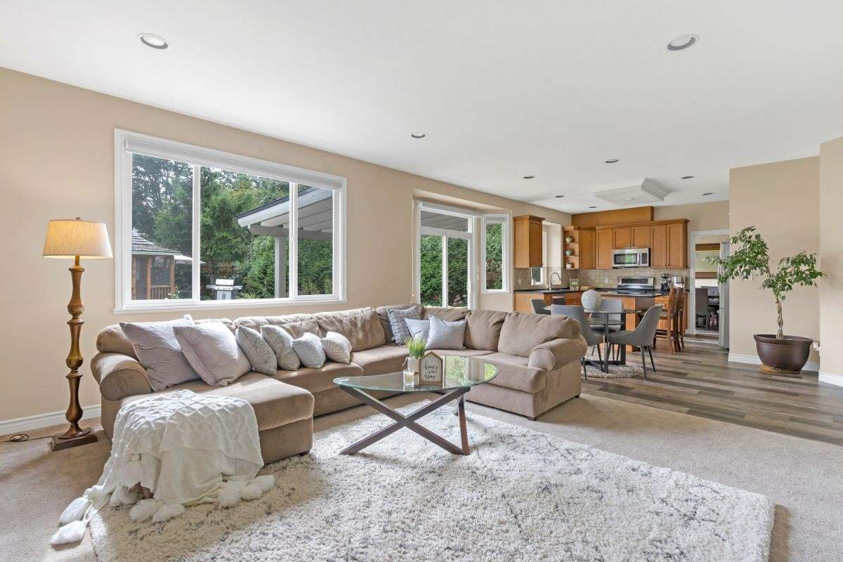 Main Photo: 16866 GREENWAY Drive in Surrey: Fleetwood Tynehead House for sale : MLS®# R2494395