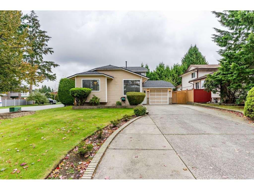 Main Photo: 6186 130 Street in Surrey: Panorama Ridge House for sale : MLS®# R2508593