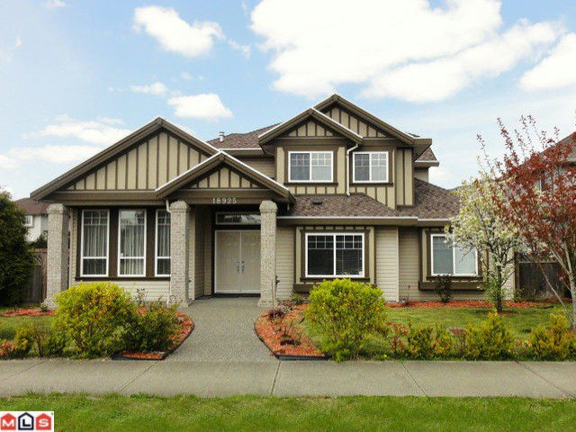 Main Photo: 18925 64TH Avenue in Surrey: Cloverdale BC House for sale (Cloverdale)  : MLS®# F1111649
