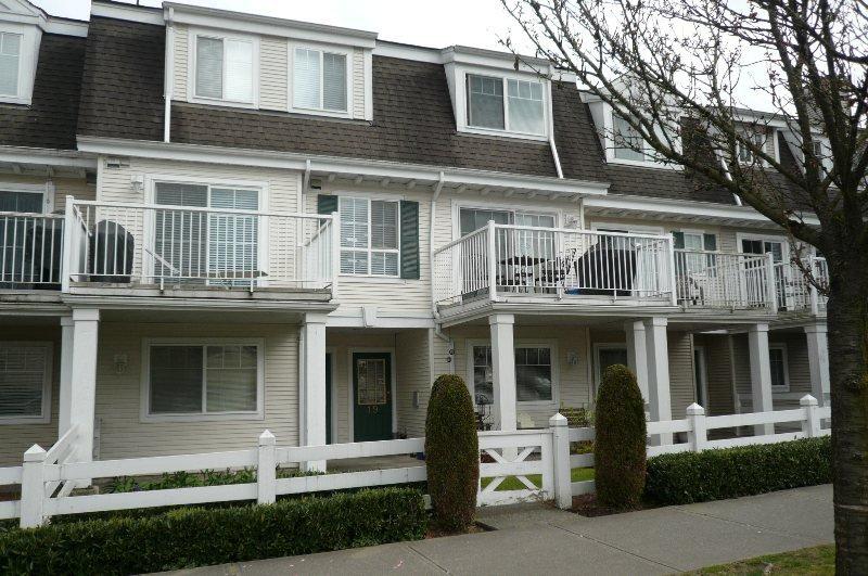 Main Photo: 19 8930 Walnut Grove Drive in Langley: Walnut Grove Townhouse for sale : MLS®# F1307442