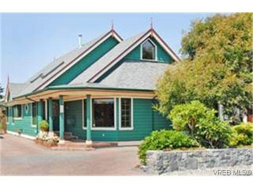 Main Photo: 1750 Hampshire Rd in Victoria: OB North Oak Bay Single Family Detached for sale (Oak Bay)  : MLS®# 250837