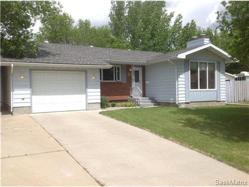 Main Photo: 22 MCKELL Bay in Regina: Uplands Single Family Dwelling for sale (Regina Area 01)  : MLS®# 501273