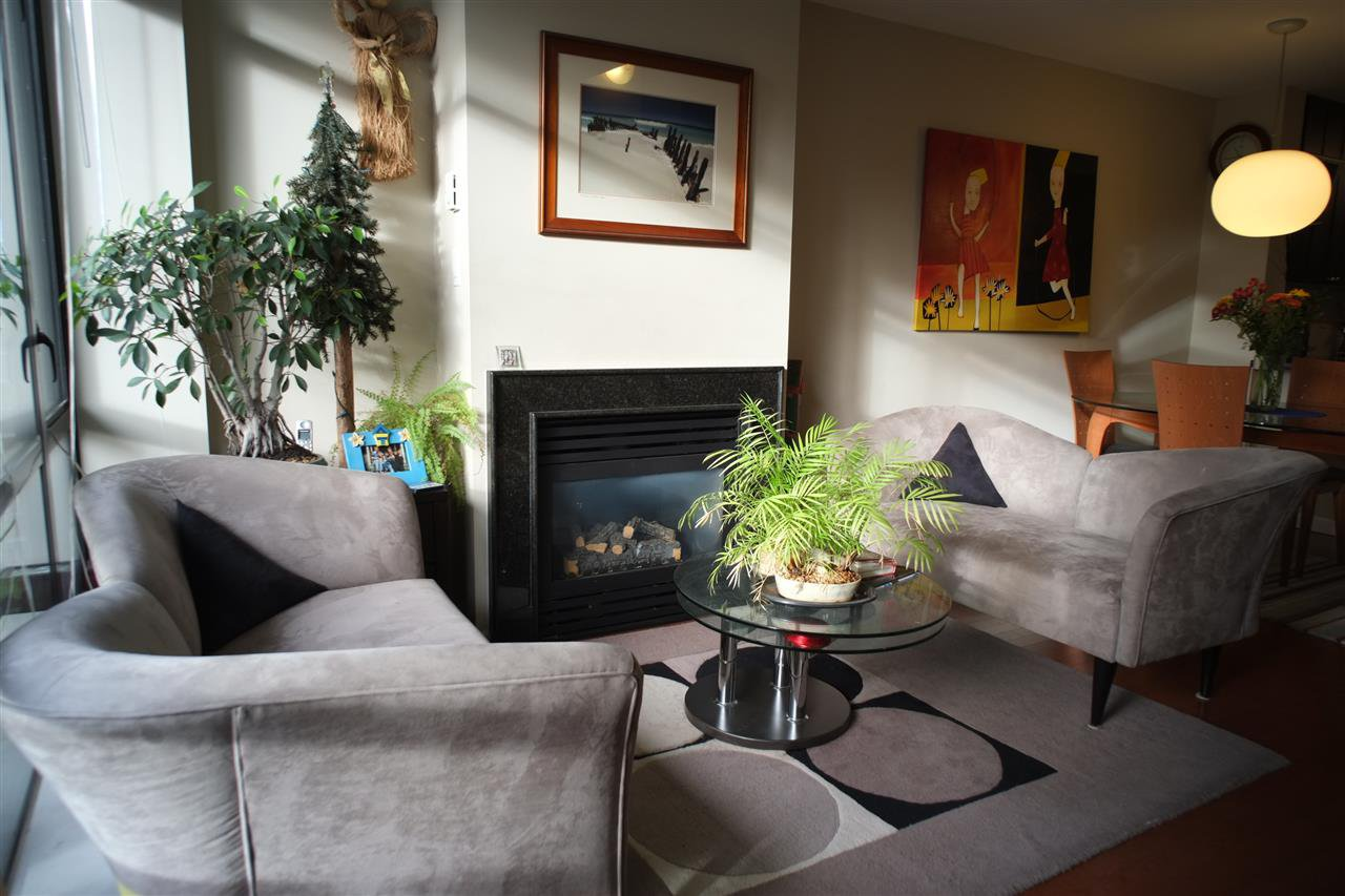 "Photo 2: Photos: 162 W 1ST Street in North Vancouver: Lower Lonsdale Townhouse for sale in ""ONE PARK LANE"" : MLS®# R2024415"