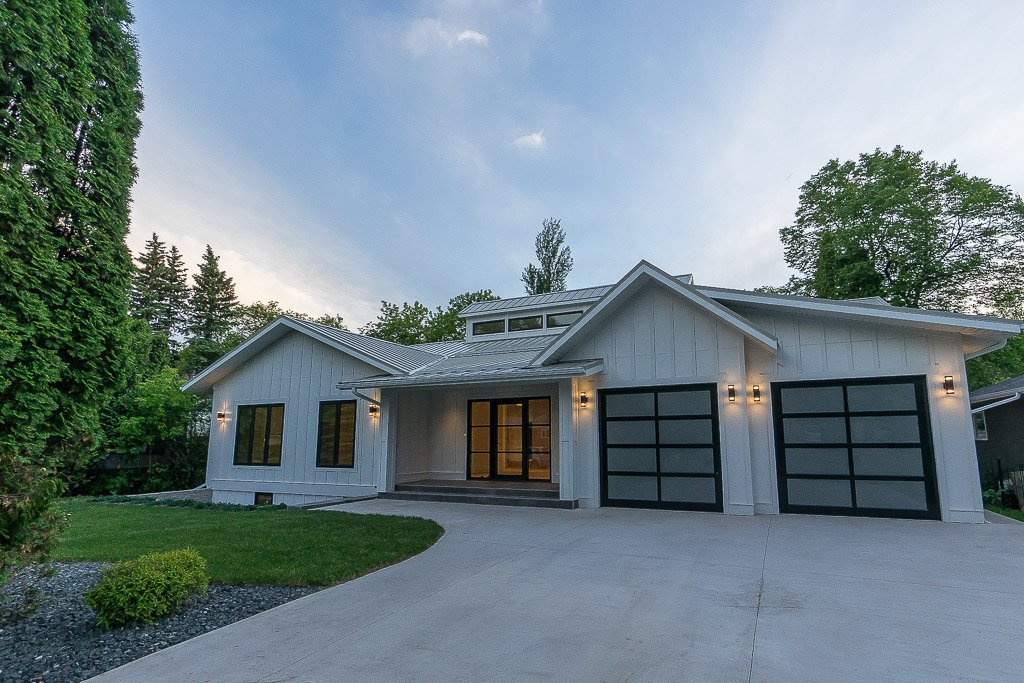 Main Photo: 322 Kelvin Boulevard in Winnipeg: River Heights / Tuxedo / Linden Woods Residential for sale (South Winnipeg)  : MLS®# 1615915