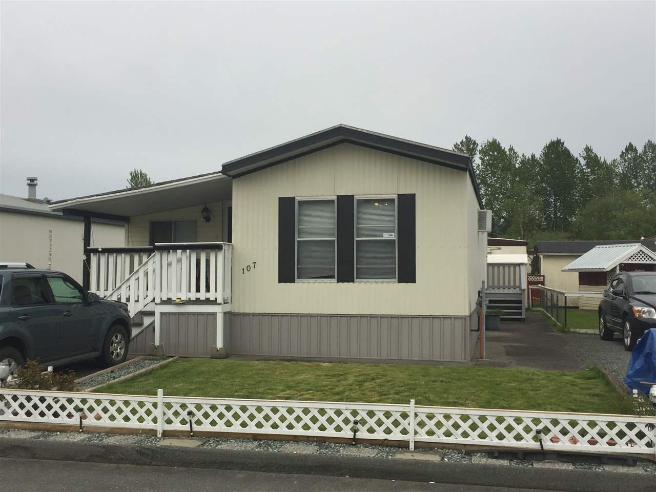 """Photo 4: Photos: 107 3300 HORN Street in Abbotsford: Central Abbotsford Manufactured Home for sale in """"Georgian Park"""" : MLS®# R2162329"""