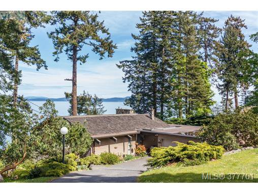 Main Photo: 4755 Carloss Place in VICTORIA: SE Cordova Bay Single Family Detached for sale (Saanich East)  : MLS®# 377701