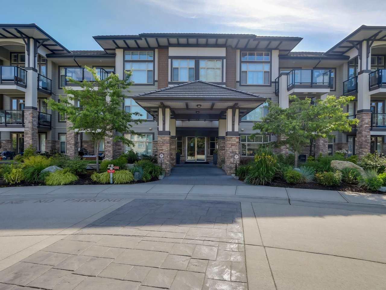 "Main Photo: 206 15185 36 Avenue in Surrey: Morgan Creek Condo for sale in ""EDGEWATER"" (South Surrey White Rock)  : MLS®# R2184049"
