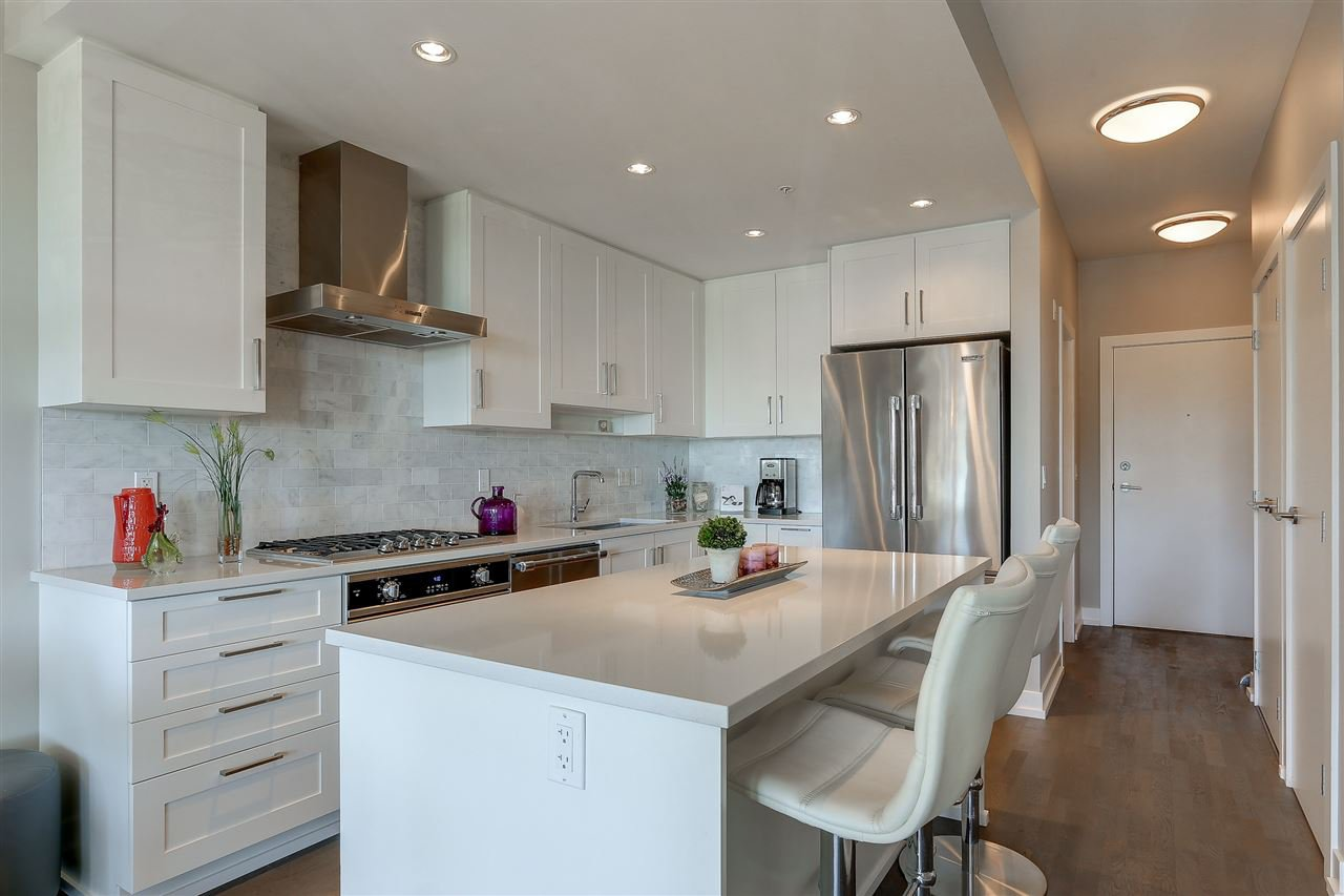 """Photo 3: Photos: 309 1420 JOHNSTON Road: White Rock Condo for sale in """"SALTAIRE"""" (South Surrey White Rock)  : MLS®# R2192955"""
