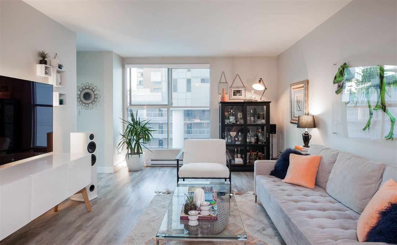 "Main Photo: 607 1323 HOMER Street in Vancouver: Yaletown Condo for sale in ""Pacific Pointe II"" (Vancouver West)  : MLS®# R2218222"