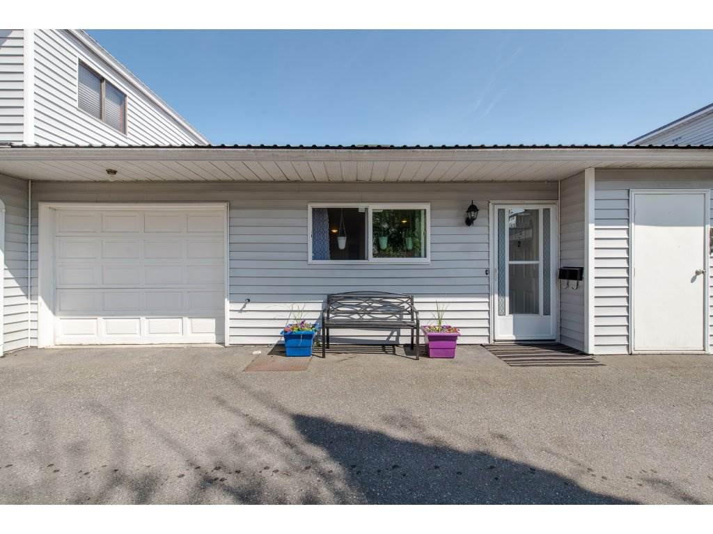 Main Photo: 2 45384 HODGINS Avenue in Chilliwack: Chilliwack W Young-Well Townhouse for sale : MLS®# R2263518