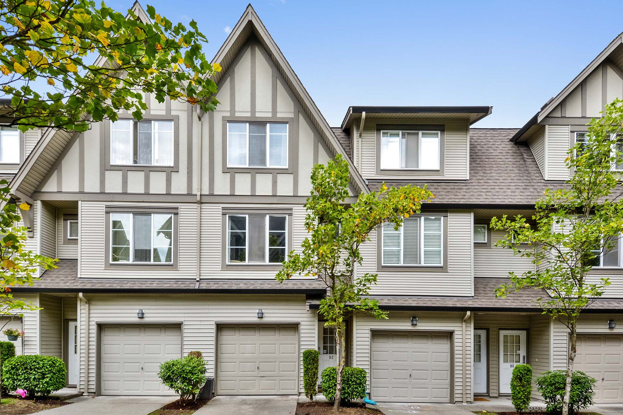"""Main Photo: 92 15175 62A Avenue in Surrey: Sullivan Station Townhouse for sale in """"Brooklands"""" : MLS®# R2305712"""
