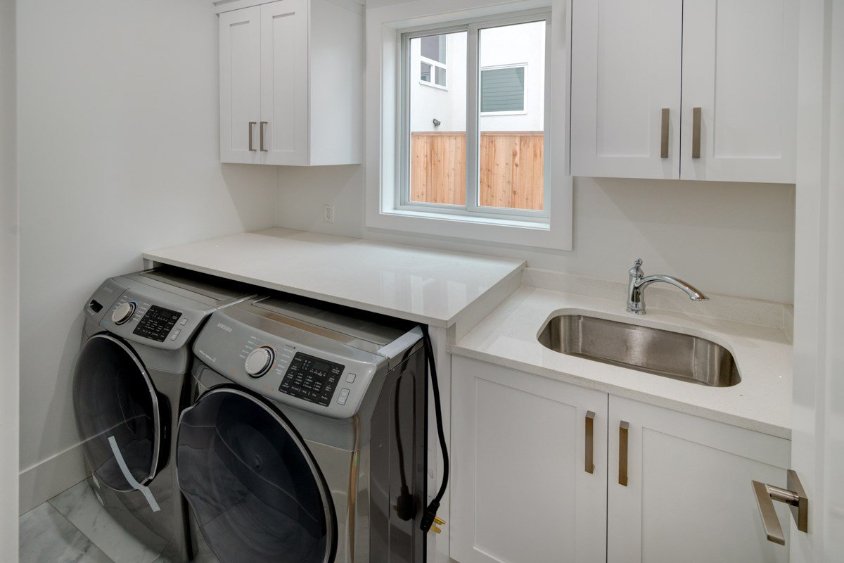 """Photo 17: Photos: 330 HOULT Street in New Westminster: The Heights NW House for sale in """"THE HEIGHTS"""" : MLS®# R2329637"""