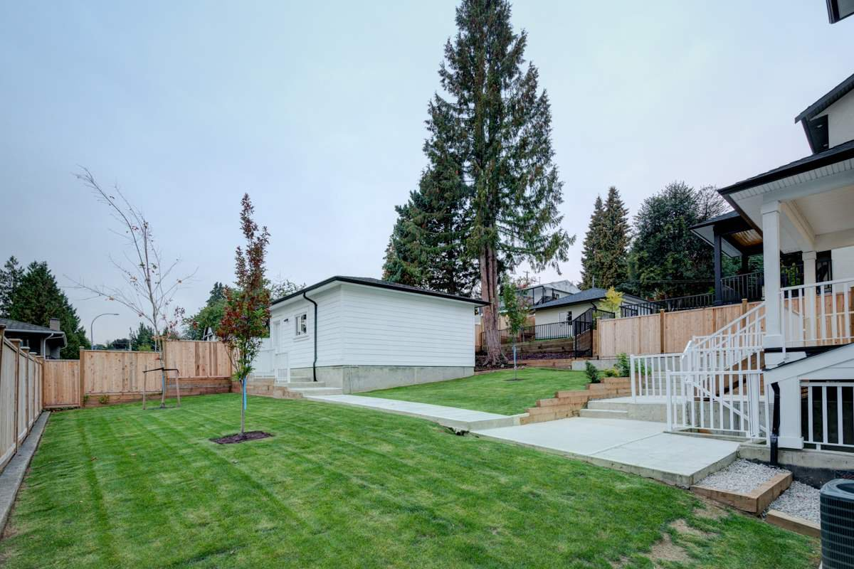 """Photo 20: Photos: 330 HOULT Street in New Westminster: The Heights NW House for sale in """"THE HEIGHTS"""" : MLS®# R2329637"""