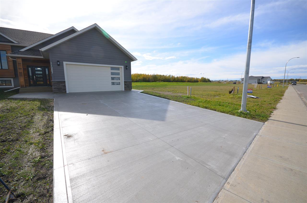 "Photo 3: Photos: 11207 112 Avenue in Fort St. John: Fort St. John - City NW House for sale in ""WESTRIDGE SUB"" (Fort St. John (Zone 60))  : MLS®# R2380055"