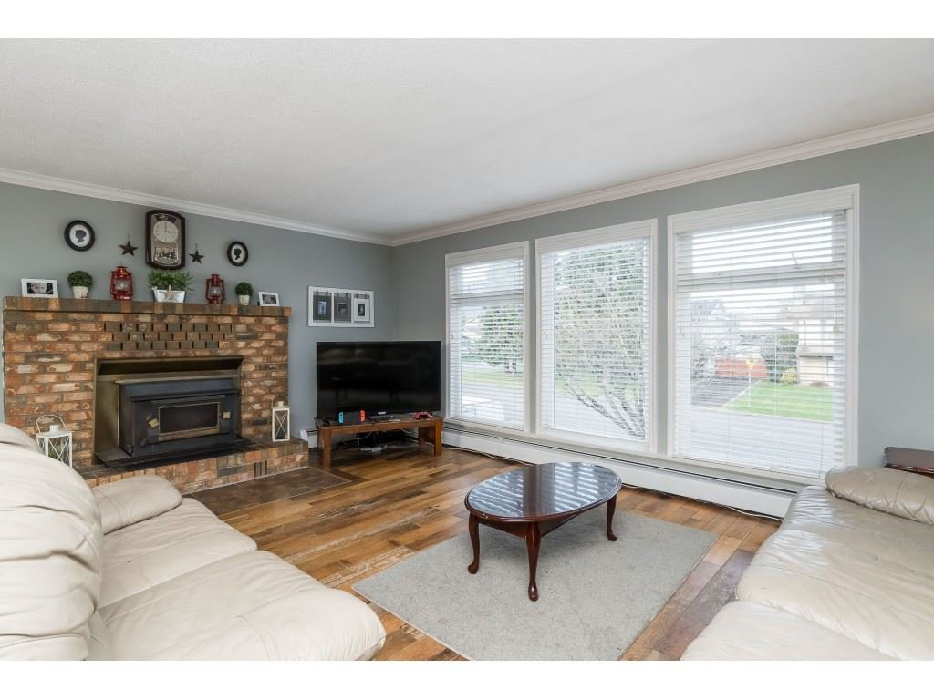 Photo 3: Photos: 45260 LENORA Crescent in Chilliwack: Chilliwack W Young-Well House for sale : MLS®# R2424301