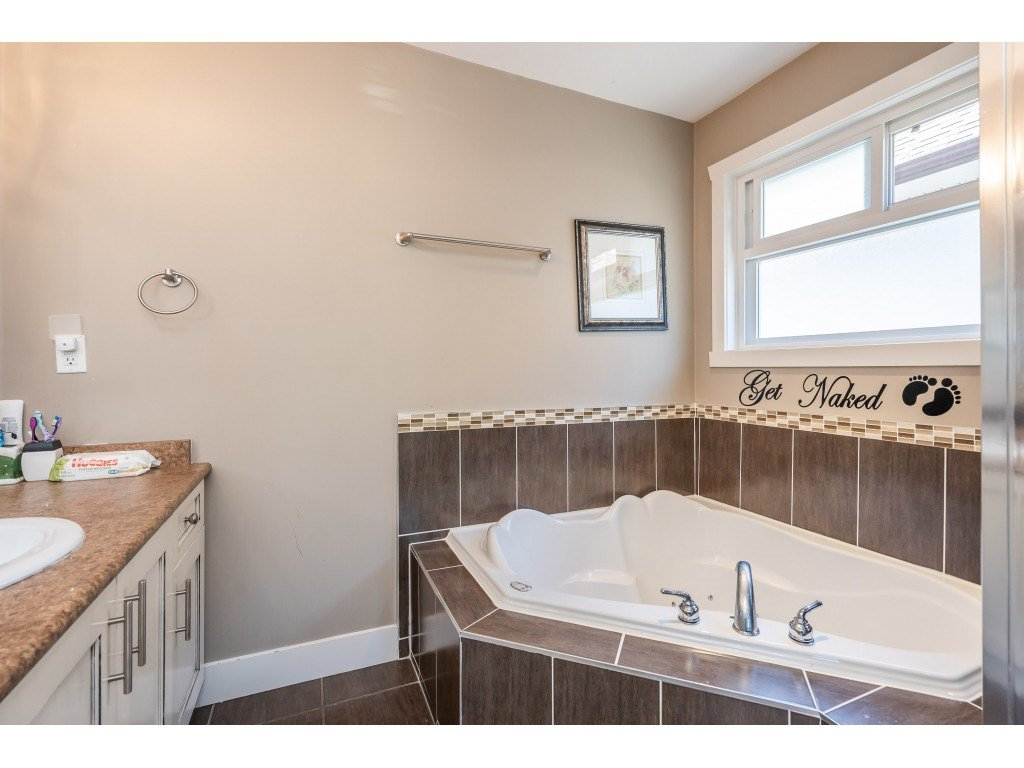 """Photo 19: Photos: 6945 196 Street in Surrey: Clayton House for sale in """"CLAYTON HEIGHTS"""" (Cloverdale)  : MLS®# R2469984"""