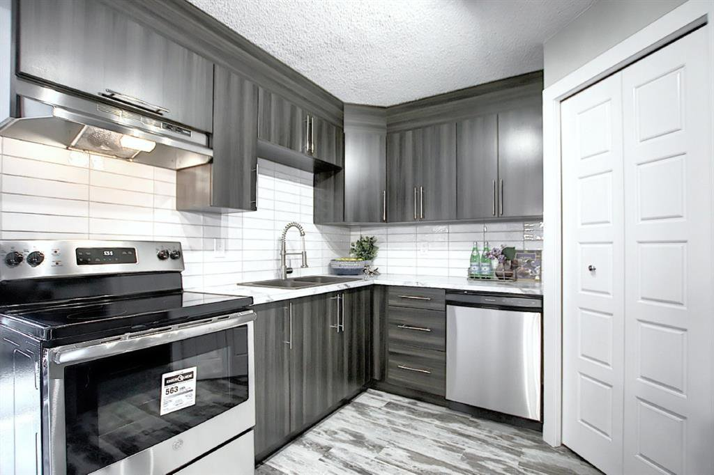 Main Photo: 94 3809 45 Street SW in Calgary: Glenbrook Row/Townhouse for sale : MLS®# A1012814