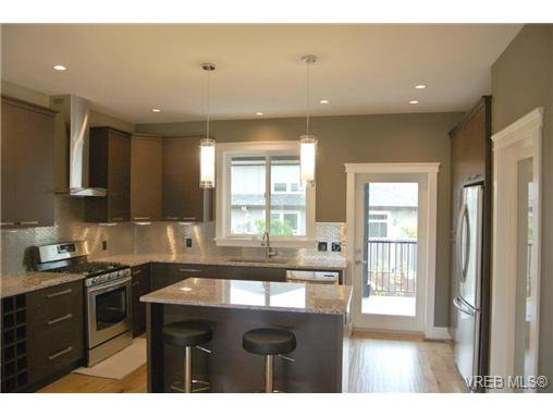 Photo 4: Photos: 3637 Coleman Place in VICTORIA: Co Latoria Residential for sale (Colwood)  : MLS®# 325291