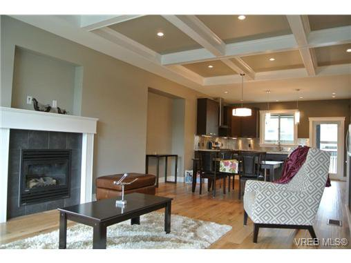 Photo 6: Photos: 3637 Coleman Place in VICTORIA: Co Latoria Residential for sale (Colwood)  : MLS®# 325291