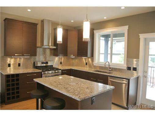 Photo 2: Photos: 3637 Coleman Place in VICTORIA: Co Latoria Residential for sale (Colwood)  : MLS®# 325291