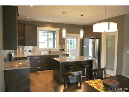 Photo 3: Photos: 3637 Coleman Place in VICTORIA: Co Latoria Residential for sale (Colwood)  : MLS®# 325291
