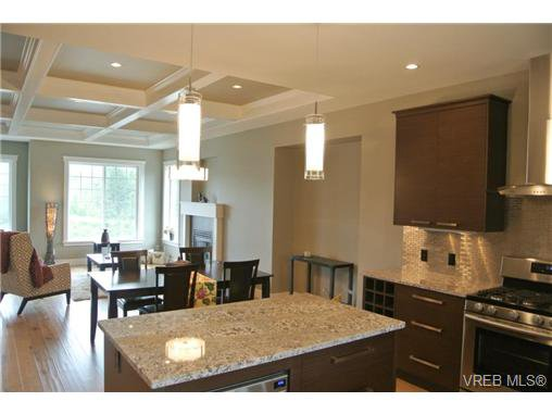 Photo 5: Photos: 3637 Coleman Place in VICTORIA: Co Latoria Residential for sale (Colwood)  : MLS®# 325291
