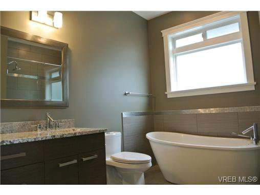 Photo 12: Photos: 3637 Coleman Place in VICTORIA: Co Latoria Residential for sale (Colwood)  : MLS®# 325291