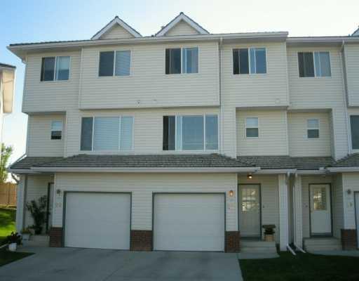 Main Photo: 27 HARVEST OAK Circle NE in Calgary: Harvest Hills Townhouse for sale : MLS®# C3454459