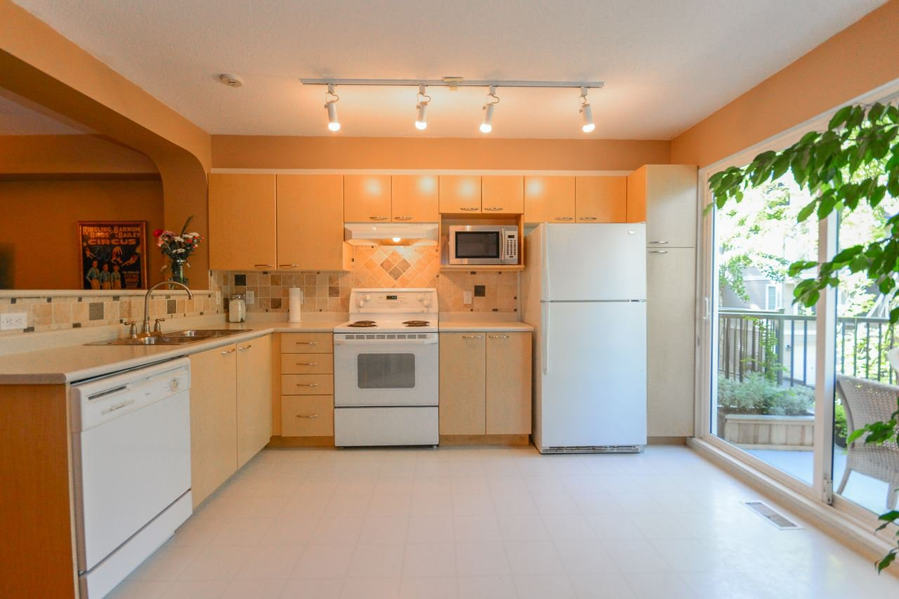 """Photo 4: Photos: 62 12778 66 Avenue in Surrey: West Newton Townhouse for sale in """"HATHAWAY VILLAGE"""" : MLS®# R2088372"""