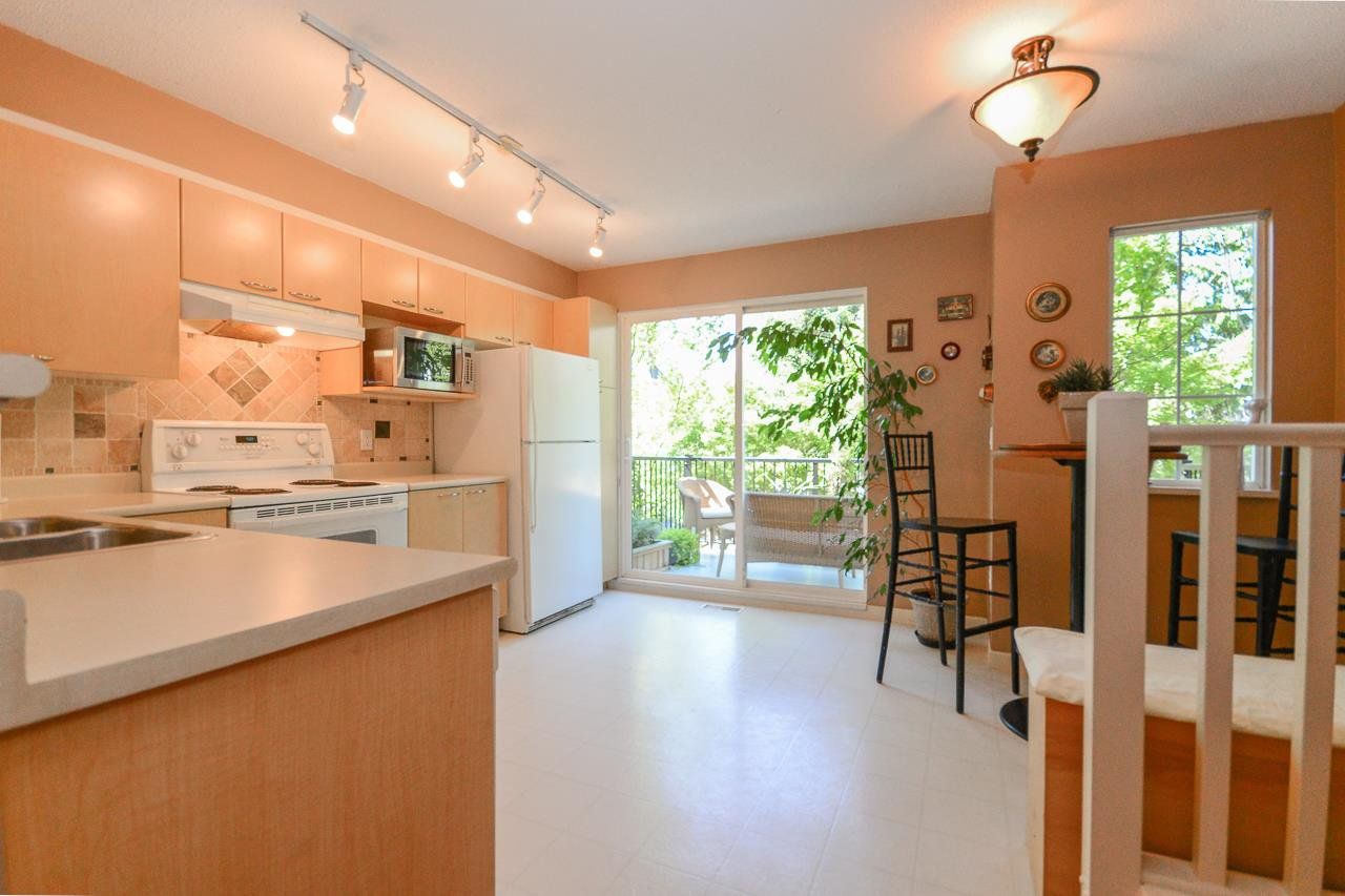 """Photo 3: Photos: 62 12778 66 Avenue in Surrey: West Newton Townhouse for sale in """"HATHAWAY VILLAGE"""" : MLS®# R2088372"""
