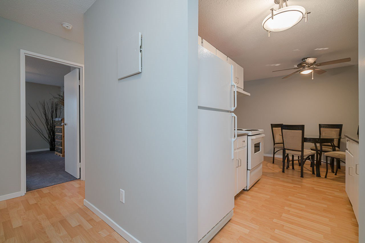 """Photo 4: Photos: 1219 45650 MCINTOSH Drive in Chilliwack: Chilliwack W Young-Well Condo for sale in """"MCINTOSH VILLAGE"""" : MLS®# R2128971"""