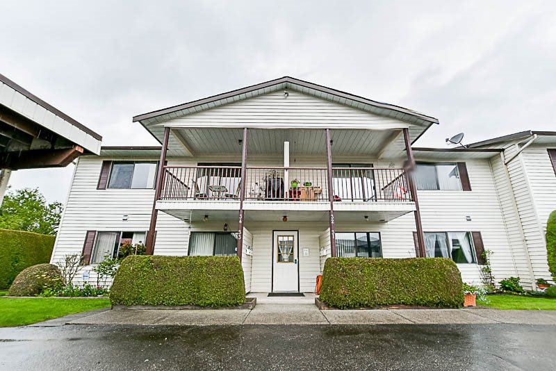 Main Photo: 34 7455 HURON Street in Sardis: Sardis West Vedder Rd Condo for sale : MLS®# R2162880