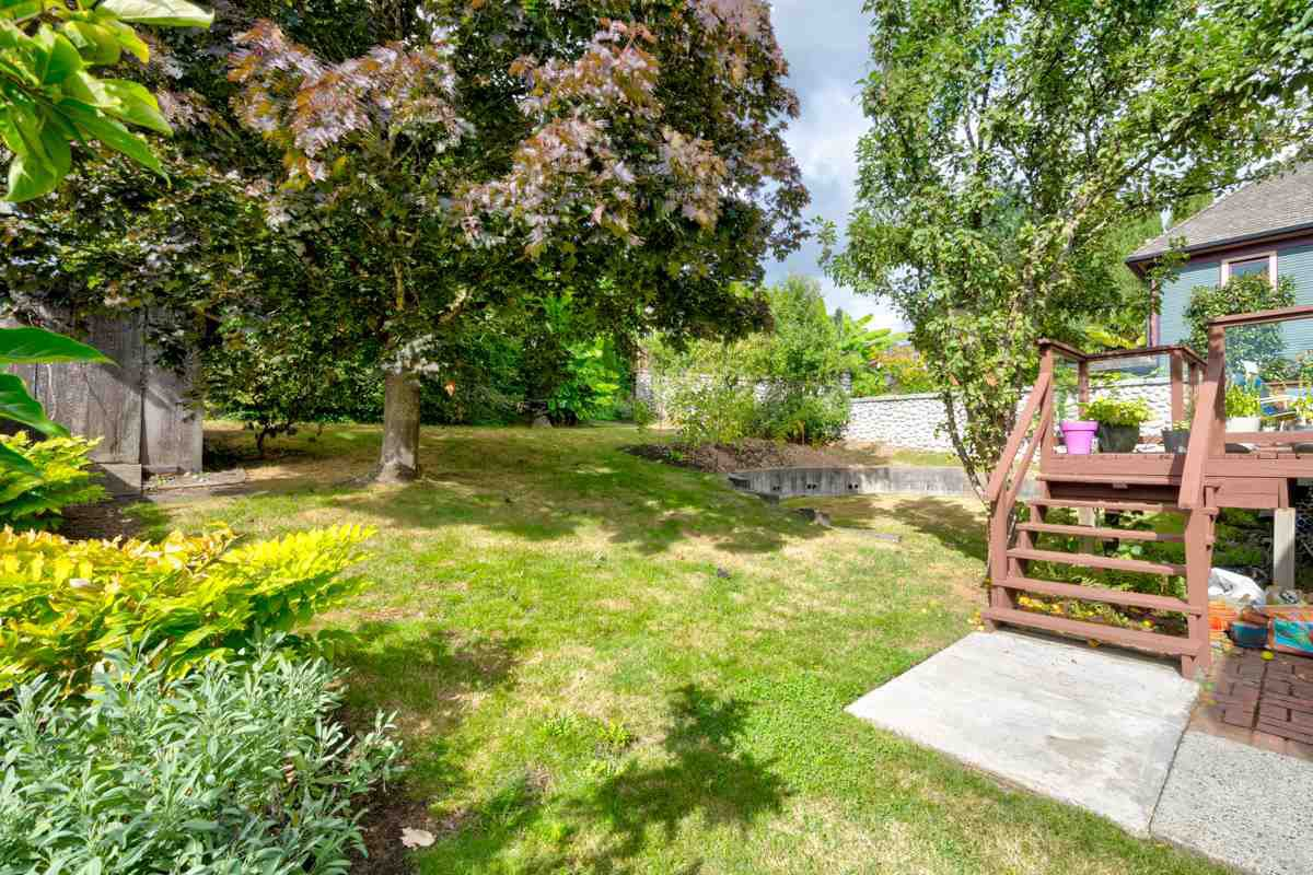 "Photo 41: Photos: 1515 NANAIMO Street in New Westminster: West End NW House for sale in ""WEST END"" : MLS®# R2208006"