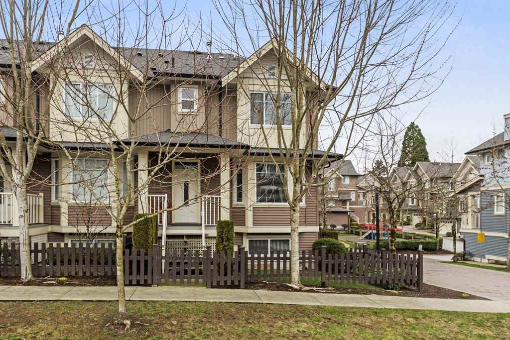 "Main Photo: 27 6575 192 Street in Surrey: Clayton Townhouse for sale in ""Ixia"" (Cloverdale)  : MLS®# R2238279"